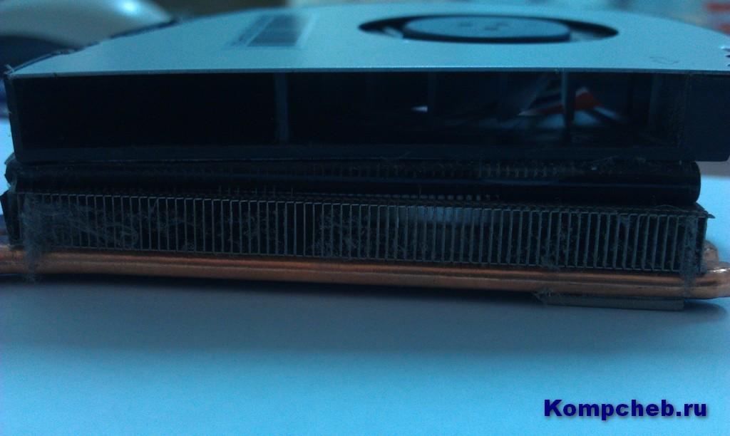 Пыль на решетке радиатора ноутбука