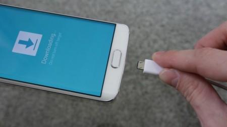 Подключите телефон в помощью USB кабеля
