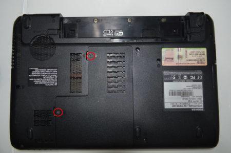 toshiba satellite L630 вынимаем аккумулятор
